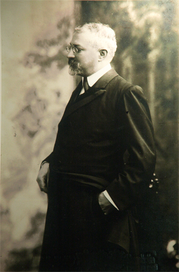 Josep Puig i Cadafalch, president of the Commonwealth (1917-1924)